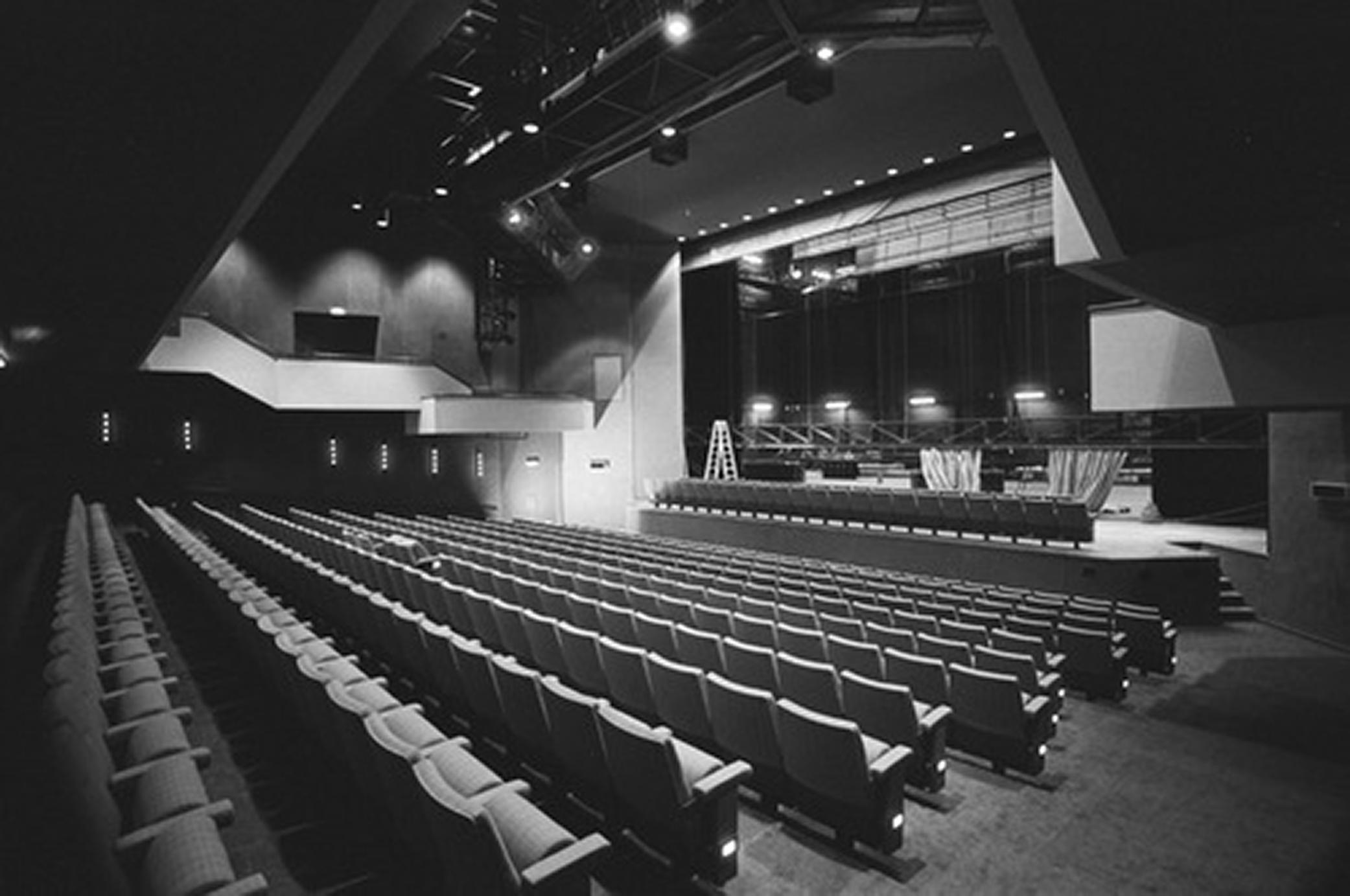 De grote zaal van De Kring in 1986